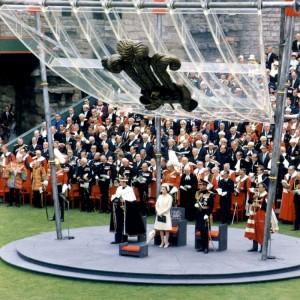 Замок Карнарфон – самое знаменитое сооружение города, один из наиболее впечатляющих замков короля Эдуарда I, и даже одна из величайших крепостей Европы. В этом замке на протяжении нескольких веков короновались принцы Уэльса. В том числе 1969 году принц Чарльз был провозглашен здесь принцем Уэльским  Сама церемония происходила на сделанной из валлийского сланца круглой площадке