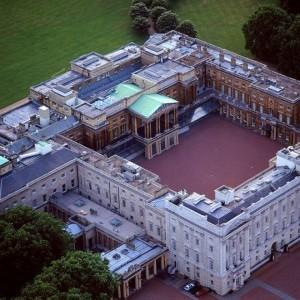 Дворец Елизаветы Второй - Букингемский дворец, крыша которого покрыта сланцем Welsh Slate Penrhyn