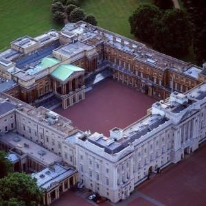 Крыша Букингемский дворца покрыта сланцем Welsh Slate Penrhyn