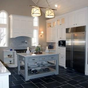 Сланцевые полы на кухне
