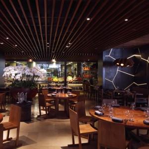 Ресторан Novikov, Лондон - Ресторатор Аркадий Новиков - Стены из сланца Welsh Slate с подсветкой