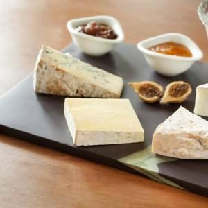 Сырная тарелка из полированного английского сланца Welsh Slate Penrhyn с зелеными прожилками - Коллекция Slateware Honed Veined