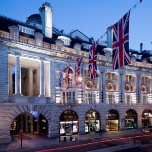 Кафе Royal на Риджент-стрит в Лондоне подает свои фирменные блюда на сланцевой посуде Welsh Slate Slateware уже много лет